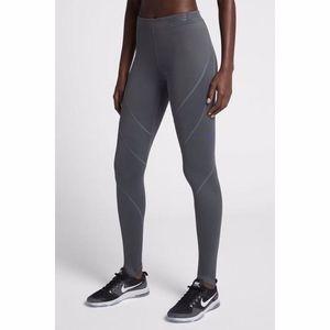Nike Hyperwarm Fleece-Lined Training Leggings M